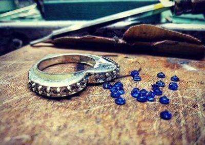 Anello Con Zaffiri Blu
