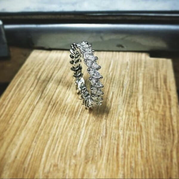Eternity ring with Navette