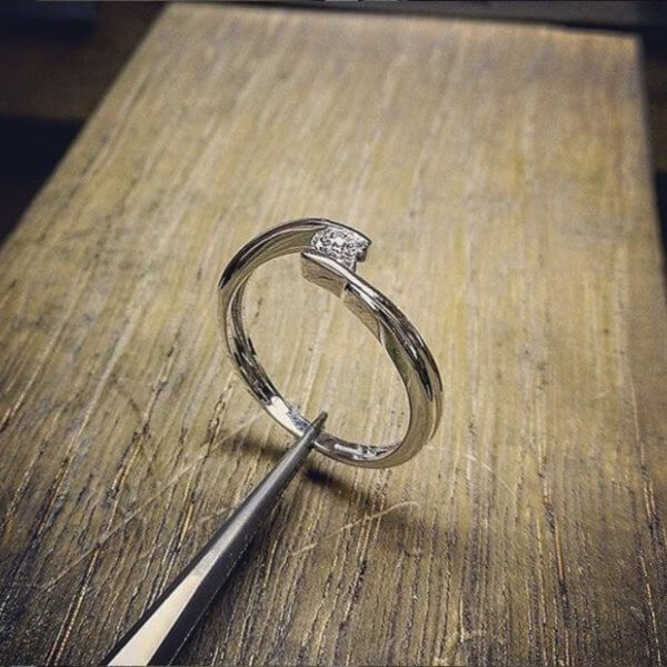 Contrarier Ring with diamond