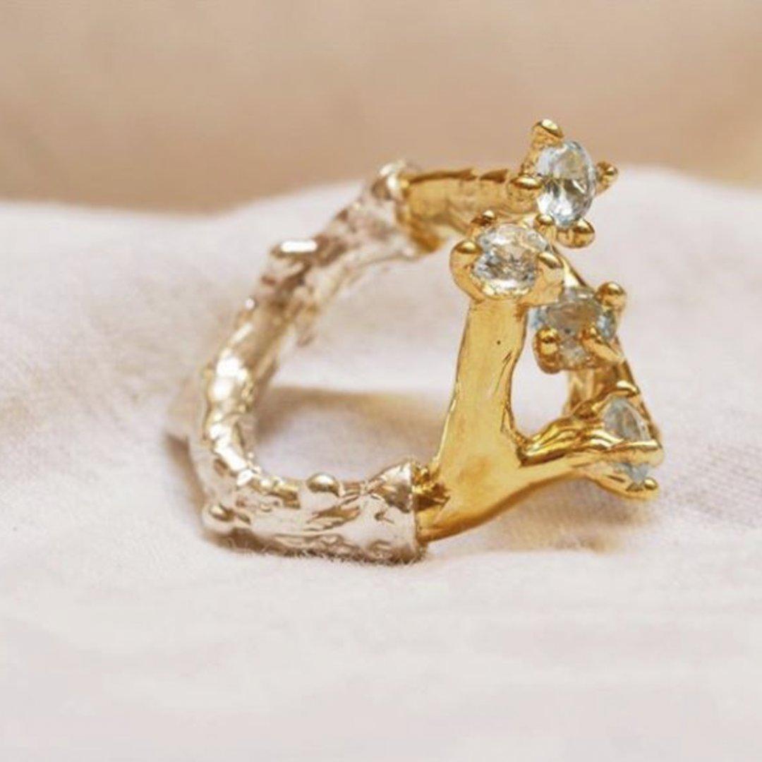 Anello Realizzato in argento dorato con diamanti
